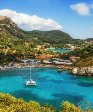 Kreeka, Korfu - mägine ja lopsaka loodusega roheline saar