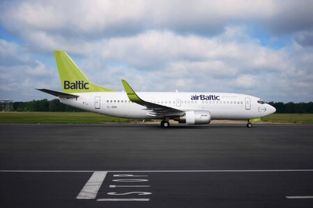 air baltic boeing 737 300 yl bbk taxiing