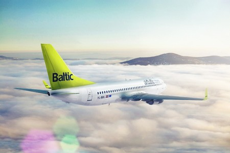 air baltic boeing 737 300 yl bbl airborne in clouds 1