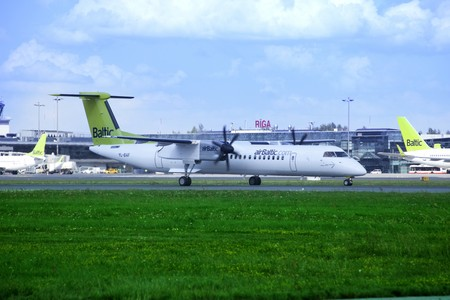 air baltic bombardier dash 8 400q yl baf taxiing