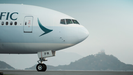 cathay pacific boeing 777 300er b kpm taxiing nose close up