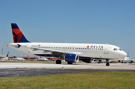 delta air lines airbus a320 200 n324us taxiing