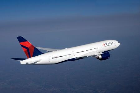delta air lines boeing 777 200lr n702dn airborne