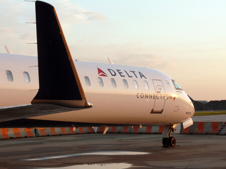 delta air lines bombardier crj 900 on apron