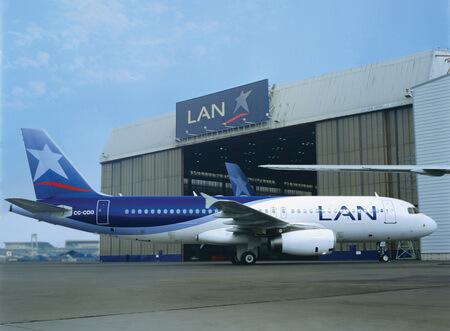 lan airlines airbus a320 200 cc coo at hangar