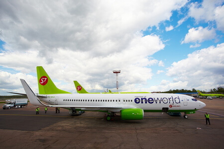 s7 airlines boeing 737 800ng vq bkw in oneworld on apron