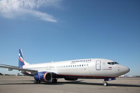 aeroflot boeing 737 800 next gen vq bwd apron frontview