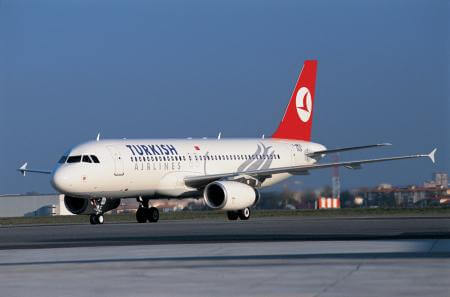 Turkish Airlines Airbus A320 TC-JPB at airport