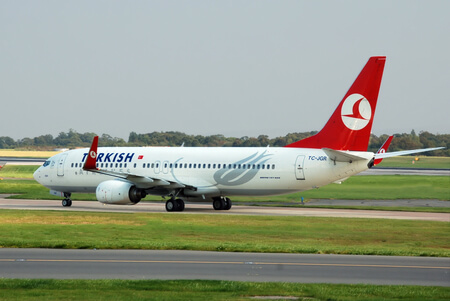 turkish airlines boeing 737 800 tc jgr taxiing at manchester airport