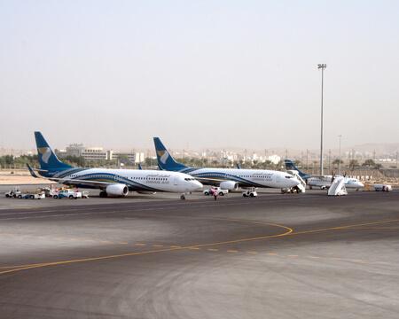 oman air boeing 737 fleet on apron